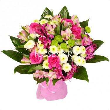 Букет из роз, хризантем и альстромерий
