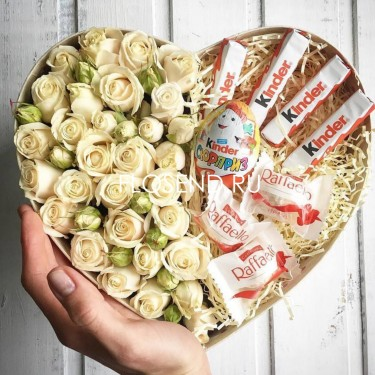 Цветы и сладости в коробке №193