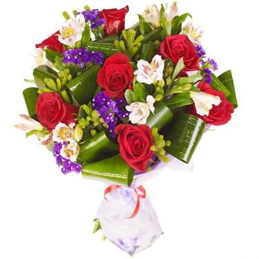 Букет из красных роз и белой альстромерии